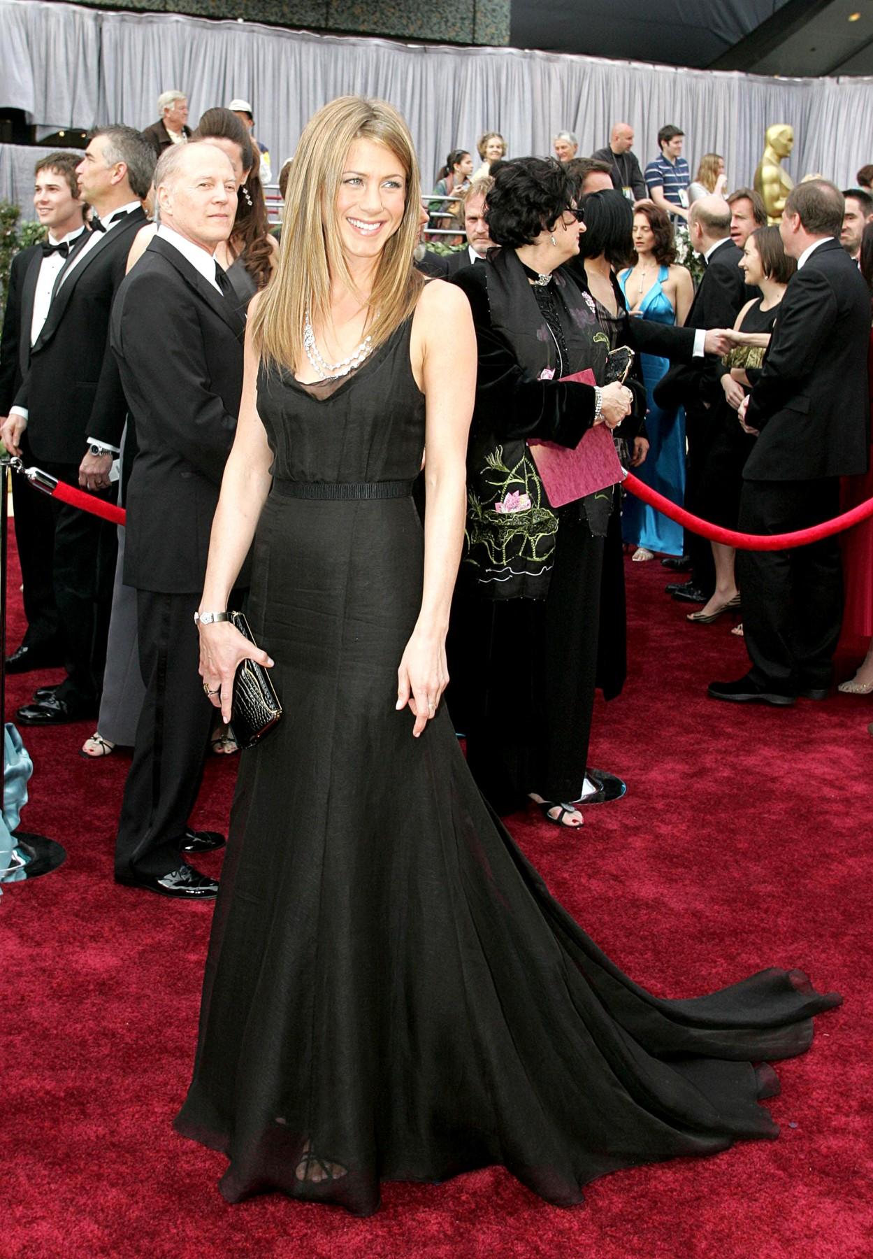 haljina dženifer aniston