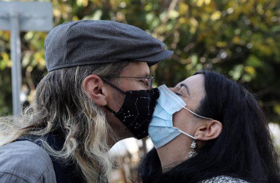 poljubac; maske