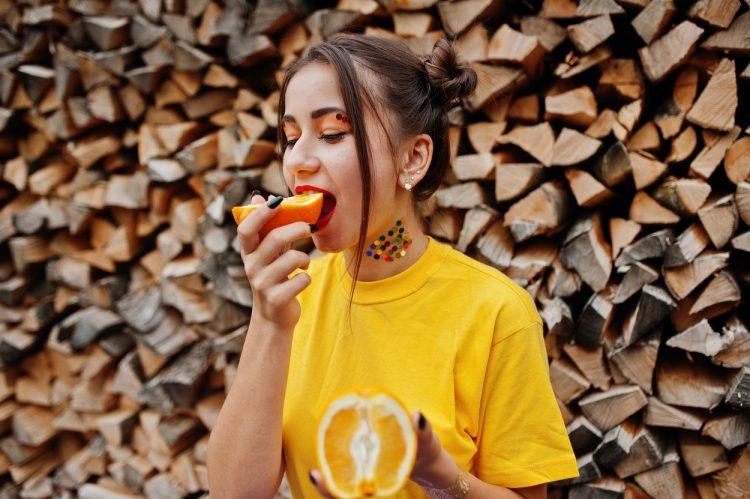 Dijete s pomorandžama