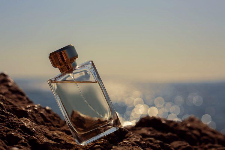 Parfem, bočica parfema, leto