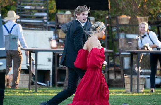 Sijena Miler; crvena haljina; venčanje
