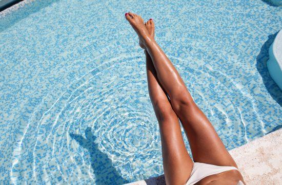 Noge, bazen, sunčanje, plivanje