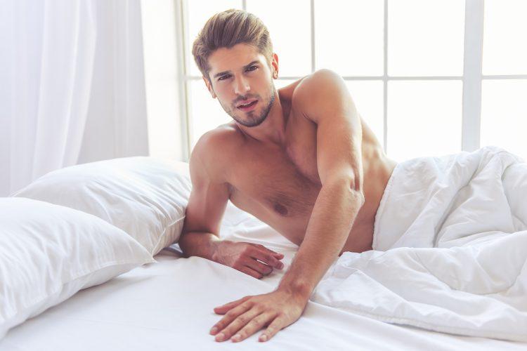 Muškarac, krevet