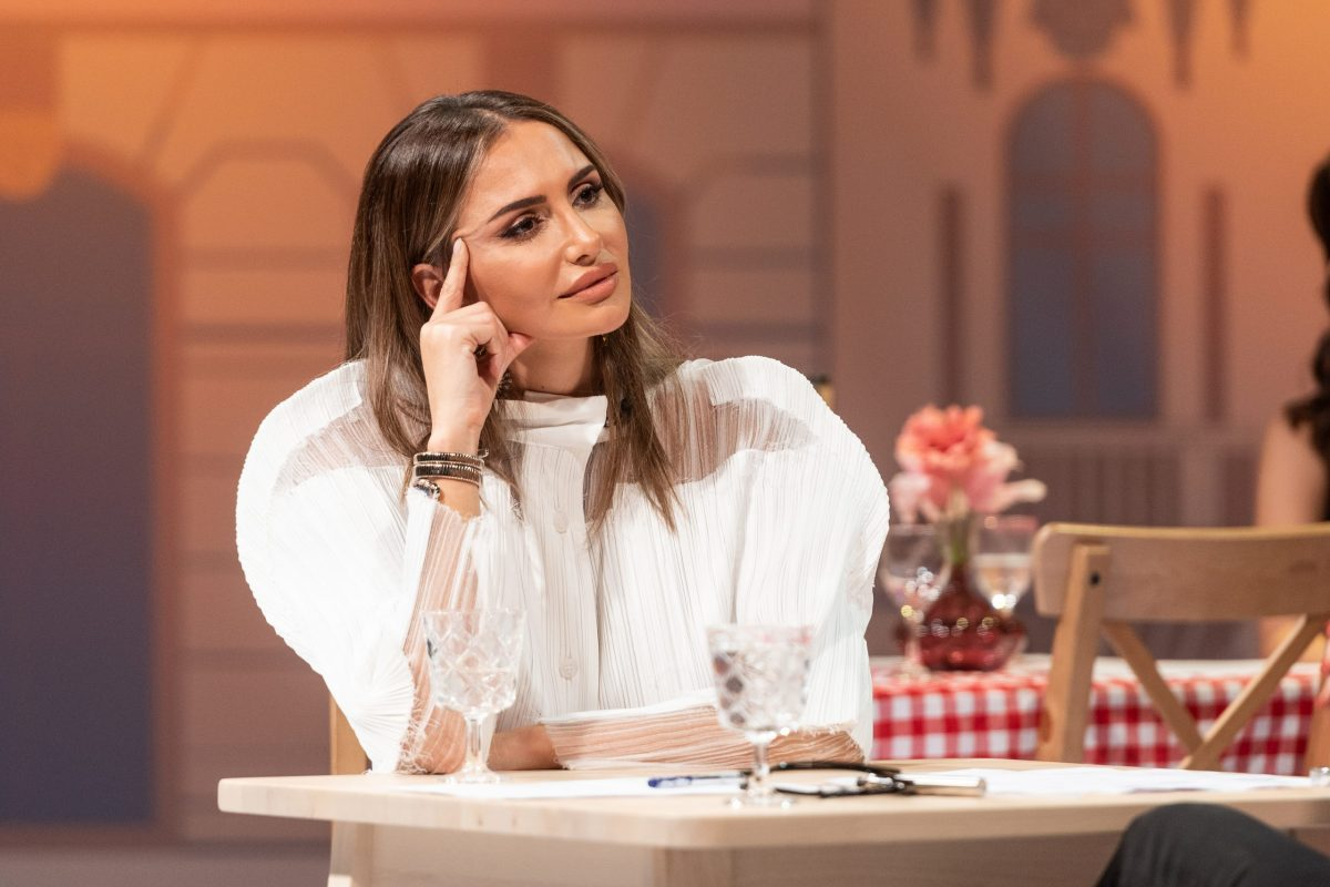 Košulju Emine Jahović nije lako nositi, ali izgleda luksuzno