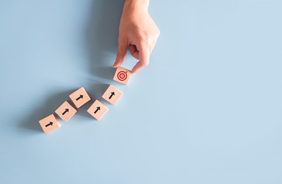 Proverena formula. Sedam koraka s kojima uspeh u životu sigurno neće izostati, strelica, strelice, koraci, uspeh, cilj